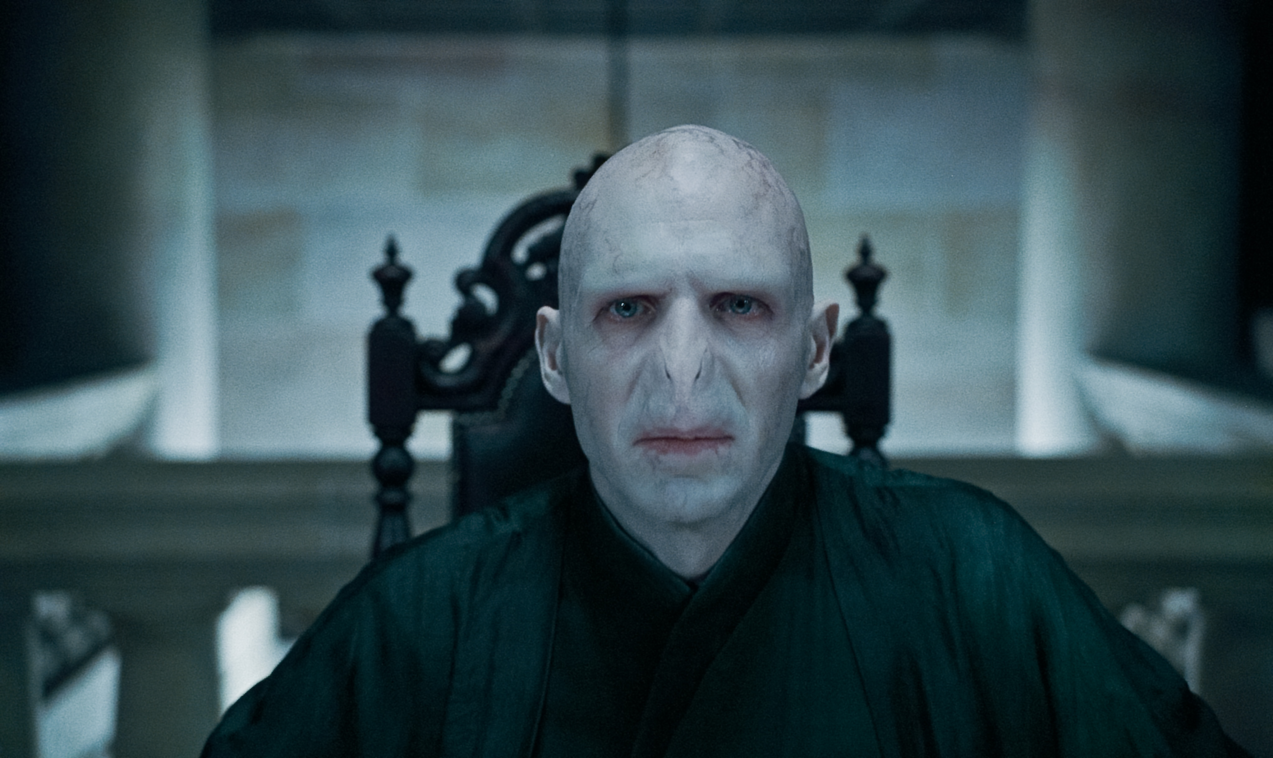 http://mattsmoviethoughts.files.wordpress.com/2011/07/harry-potter-deathly-hallows-voldemort.jpg